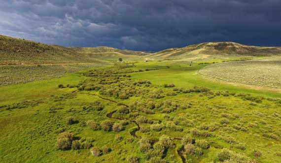 Spacious Wyoming ranch for sale listed by Swan Land Company
