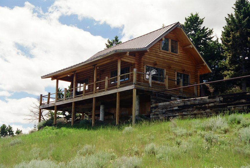 Cozy cabin for sale on beautiful ranch for sale in Montana