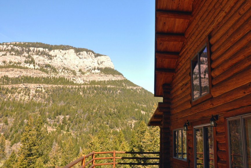 Fresh mountain air on this Montana property for sale