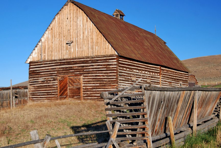 Rustic barn on property for sale in Montana