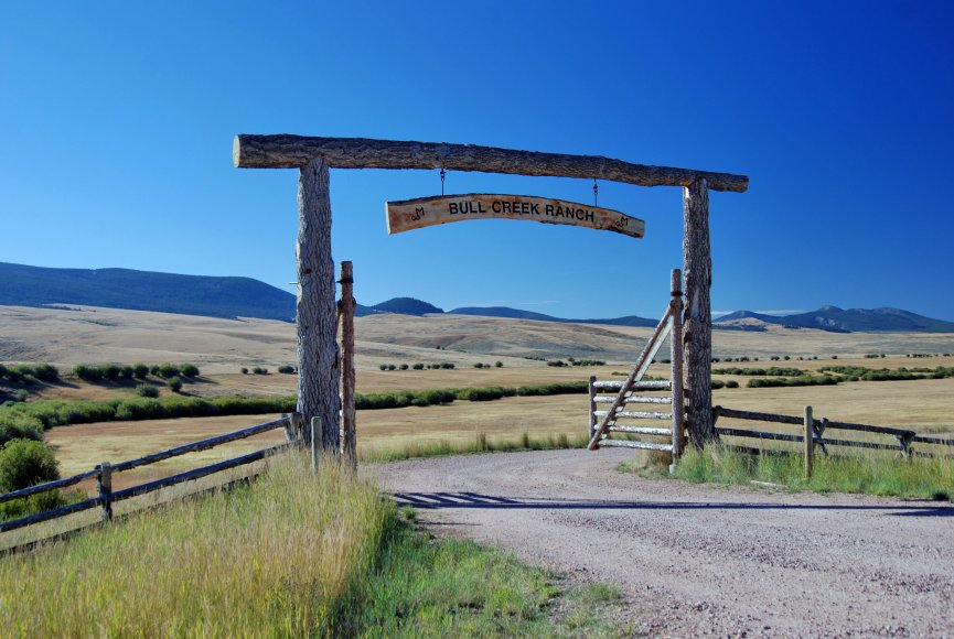 Grand entrance to this Montana property for sale