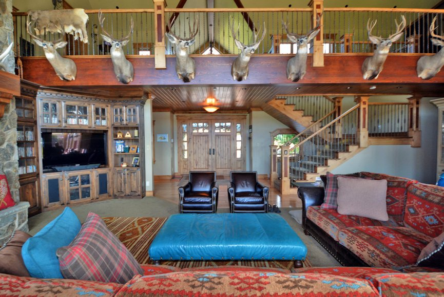 Idaho ranch for sale has beautiful living space