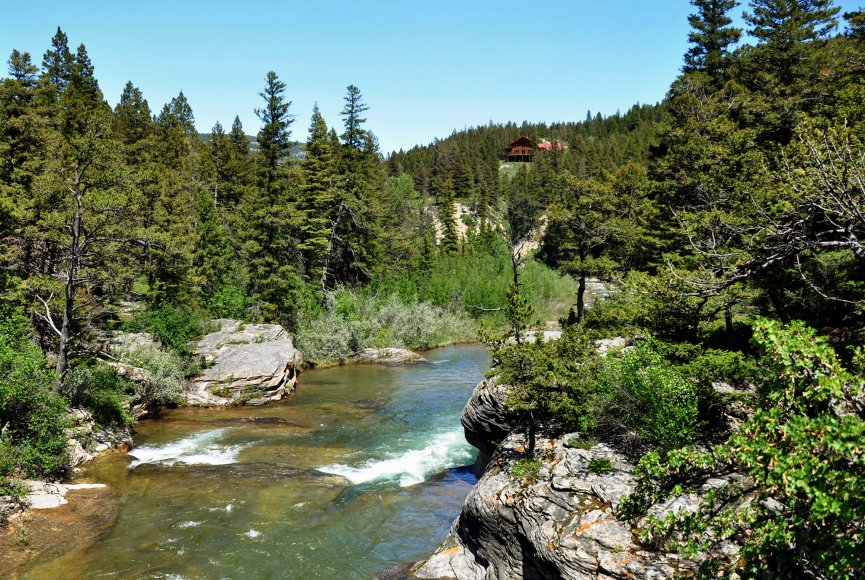 Land for sale in Montana is a beautiful mountain property